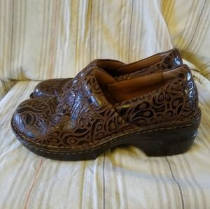 BOC brown leather clogs